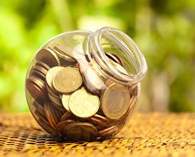 Фотографии Деньги Монеты Евро Банке
