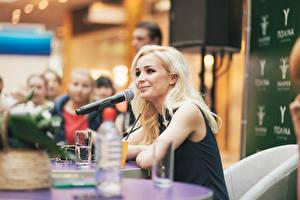 Обои Полина Гагарина Сергеевна Блондинка Микрофон Знаменитости Девушки Музыка фото