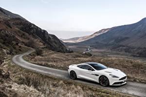 Картинка Астон мартин Горы Дороги Белый Vanquish, Carbon White, UK-spec Машины