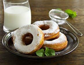 Фото Выпечка Молоко Крупным планом Напитки Тарелка Стакан Продукты питания