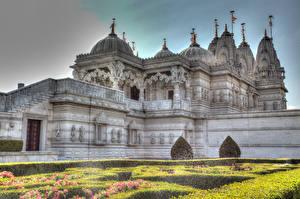 Картинка Англия Храмы Лондоне Газоне BAPS Shri Swaminarayan Mandir, Neasden Temple