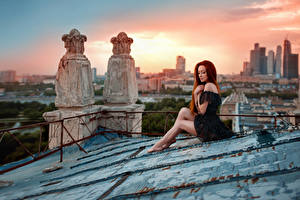 Фото Небо Рассветы и закаты Небоскребы Ноги Рыжая Sunset on the roof, George Chernyad'ev Города Девушки