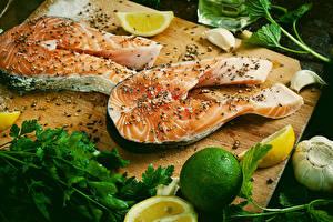 Обои Морепродукты Рыба Лимоны Специи Лайм Еда фото