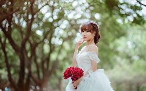 Обои Азиаты Букеты Невеста Платье молодые женщины