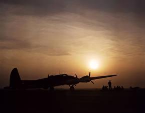 Обои Рассветы и закаты Самолеты Небо B-17 Flying Fortress Авиация