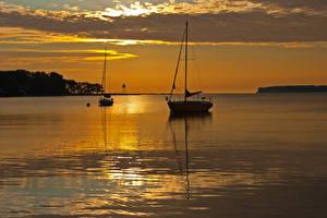 Фото Озеро Рассветы и закаты Лодки Воде Облачно Природа