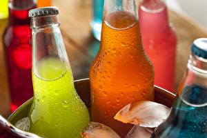Фотография Напиток Бутылки Льда Капли Продукты питания