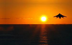 Картинка Небо Рассветы и закаты Море Самолеты Солнце Авиация Природа