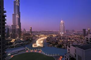 Картинка Объединённые Арабские Эмираты Небоскребы Рассвет и закат Дома Дубай Ночные Водный канал город