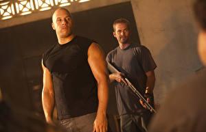 Картинки Форсаж Вин Дизель Paul Walker Мужчины Ружьё Две Dominic Toretto, Brian O'Conner Фильмы Знаменитости