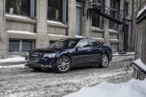 Фото Chrysler Сбоку Снега 2015 Platinum 300C AWD