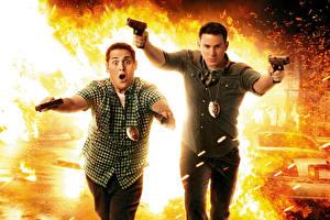 Обои Взрывы Огонь Пистолеты Мужчины Ченнинг Татум Двое 21 Jump Street, Jonah Hill Кино Знаменитости