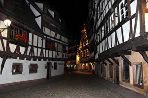 Картинки Франция Дома Страсбург Ночь Улица Timber framing