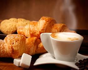 Обои Выпечка Кофе Напитки Крупным планом Круассан Капучино Чашка Пар Еда фото