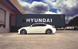 Картинки Hyundai Сбоку Белых Облачно genesis автомобиль