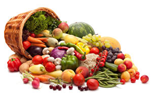 Фотографии Овощи Фрукты Помидоры Перец Персики Морковь Черешня Корзинка Пища