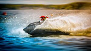Картинка Вода Шлема С брызгами Гидроцикл Спорт
