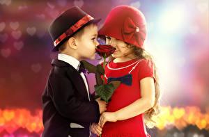 Обои Розы Влюбленные пары 2 Мальчики Девочка Шляпы Платья Дети