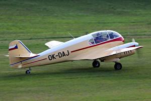 Обои Самолеты Трава Взлет Aero Ae-145