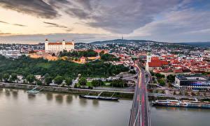 Фото Словакия Здания Реки Мосты Bratislava город