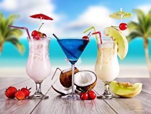 Картинки Коктейль Кокосы Клубника Крупным планом Напитки Бокал Втроем Еда