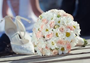 Фотография Букеты Розы Вблизи Свадьба Туфли Цветы
