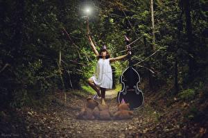 Обои Музыкальные инструменты Игрушки Мишки Леса Виолончель Тропа Девушки