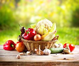 Обои Овощи Капуста Перец Чеснок Лук репчатый Огурцы Кукуруза Корзина Еда