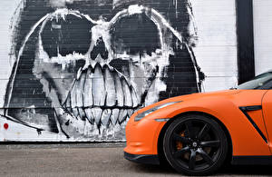 Обои Граффити Nissan Сбоку Оранжевых GTR Slamzilla авто