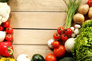 Фото Овощи Помидоры Картофель Перец Лук репчатый Крупным планом Продукты питания