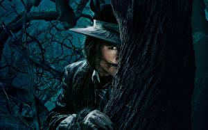 Фотография Джонни Депп Мужчины Ствол дерева Шляпа Into the Woods Кино Знаменитости