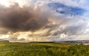 Картинка Пейзаж Поля Исландия Рассветы и закаты Облака Природа