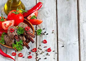 Фотографии Помидоры Перец Вблизи Мясные продукты Доски Еда