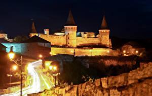 Обои Украина Замки Дороги Ночь Уличные фонари Каменец Подольский Города