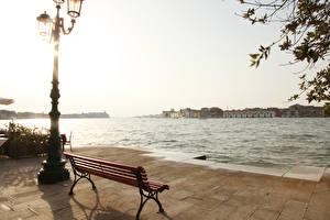 Фото Реки Небо Италия Венеция Уличные фонари Скамейка Города