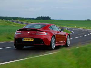Обои Aston Martin Дороги Вид Красный Фары V12 Vantage Автомобили