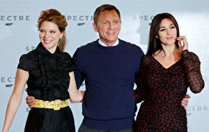 Обои для рабочего стола Моника Беллуччи Daniel Craig Мужчины Трое 3 Léa Seydoux, 007: Spectre Фильмы Знаменитости Девушки