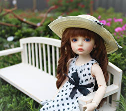 Обои Игрушки Куклы Шляпа Скамья Сидя Платье Шатенка BJD doll