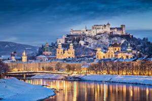 Обои Австрия Здания Замки Речка Зима Небо Зальцбург Ночные город