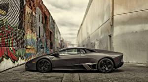 Картинки Lamborghini Граффити Люксовые Сбоку 2008 Reventon US-spec Автомобили
