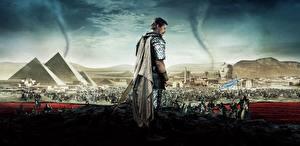 Картинка Египет Christian Bale Мужчины Пирамида Ridley Scott Exodus: Gods and Kings Pyramids Sphinx Sand Cataclysms Tornados Кино Знаменитости