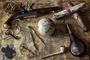 Обои Пистолетом Монеты Крупным планом География Ретро Очках Очки Бутылка