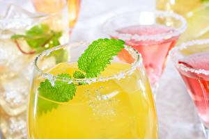 Картинка Коктейль Вблизи Напитки Сок Бокал Листва Продукты питания