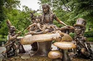 Картинки США Алиса в стране чудес - Мультики Грибы природа Памятники Манхэттен Нью-Йорк Шляпе Alice in Wonderland, Central Park город Дети