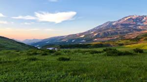 Картинка Пейзаж Россия Горы Луга Небо Камчатка Трава Природа