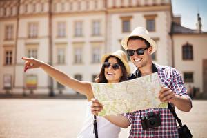 Фотографии Влюбленные пары Карты Мужчины Очки Шляпа Девушки