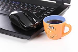 Картинка Компьютерная мышь Кофе Смайлы Напитки Ноутбуки Чашка Компьютеры Еда