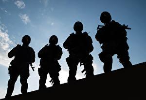 Картинки Солдат Небо Спецназ Силуэта spetsnaz police four commandos rapid response team special forces Армия