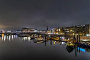 Фотография Германия Дома Речка Пирсы Гамбург Речные суда Ночь Уличные фонари