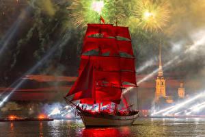 Картинка Санкт-Петербург Корабли Парусные Салют Реки Праздники Россия Красная Города